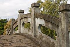 石桥梁在日本庭院里,夏威夷 免版税库存照片