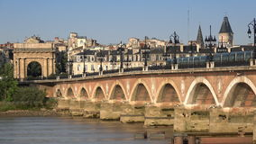 石桥梁的看法在红葡萄酒的 股票录像