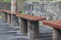 石椅子,等待在汽车站 免版税图库摄影