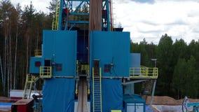 石油产出石油钻井塔的鸟瞰图 影视素材