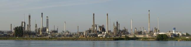石油化学的精炼厂在Botlek,鹿特丹 免版税图库摄影