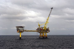 石油平台在北海 免版税库存图片