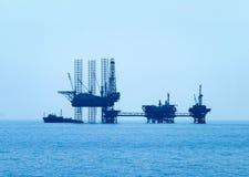 石油平台在爱琴海 免版税库存照片
