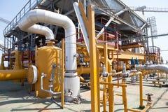 石油平台管道和压力转换系统 免版税库存图片