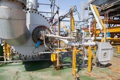 石油平台管道和压力转换系统 图库摄影