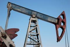 石油生产在冬天。 库存图片