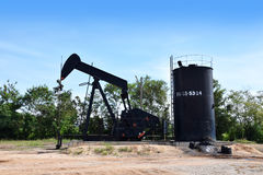 石油的油泵抽油装置能量工业机器 免版税库存照片