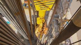 石油钻井船具顶面驱动系统和井架  影视素材