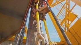 石油钻井船具顶面驱动系统和井架  股票视频