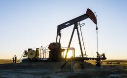 石油Pumpjack -油和煤气产业 免版税库存照片
