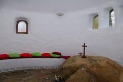 石法坛在Ffald-y-Brenin教堂里 免版税库存图片