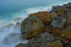 石海滩的看法 免版税库存照片