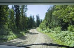 石渣路被看见的挡风玻璃 免版税库存照片