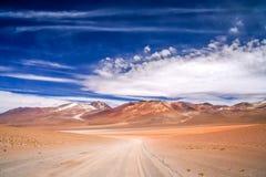 石渣Altiplano路在玻利维亚 免版税库存图片