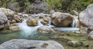 石瀑布全景更低的看法  免版税库存图片