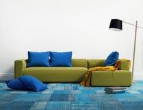 石灰典雅的现代沙发内部 免版税库存图片