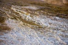 石灰华在马默斯斯普林斯的大阳台形成在黄石国家公园 库存图片