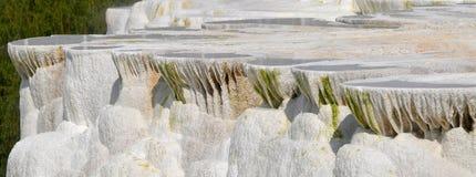 石灰华岩层在Egerszalok (匈牙利) 免版税图库摄影