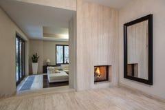 石灰华房子: 对客厅的入口 库存图片