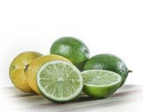 石灰和柠檬静物画  免版税库存照片