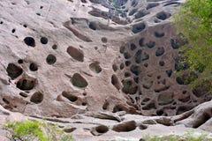 石灰岩地区常见的地形地形小洞  免版税库存照片
