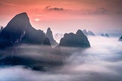 石灰岩地区常见的地形山在桂林,中国 免版税库存图片