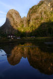 石灰岩地区常见的地形岩石墙壁在Ramang-ramang 免版税库存图片