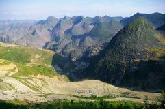 石灰岩地区常见的地形横向北越南 免版税库存图片