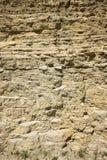 石灰石和泥石露出与交替的卧具 免版税图库摄影