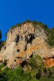 石灰石山在Krabi,泰国 免版税图库摄影