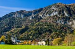 石灰石阿尔卑斯的山麓小丘的修道院 库存照片