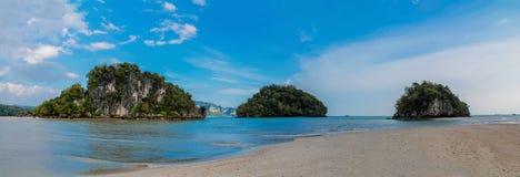 石灰石Krabi Ao Nang和发埃发埃的,泰国峭壁海岛 免版税库存图片