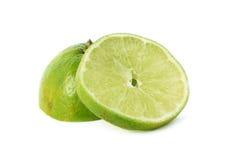 石灰,在白色背景隔绝的柠檬切片 免版税库存照片