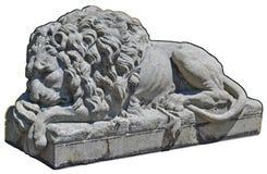 石狮子雕象隔绝与道路 免版税库存图片