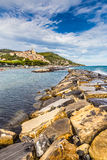 石痣和Cervo在日落Cervo,意大利期间 免版税库存图片