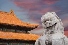 石监护人狮子雕象在北海公园--北京,中国 免版税库存照片