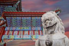 石监护人狮子雕象在北海公园--北京,中国 免版税图库摄影