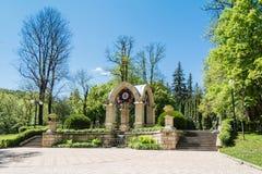 石眺望台在一个美丽的公园 免版税库存图片