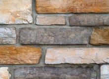 石砖墙米黄和灰色块 免版税库存照片
