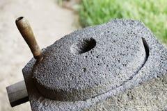 石磨石,手工处理五谷 图库摄影