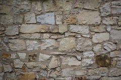 石老墙壁纹理 在老中世纪砖的岩石块 库存照片