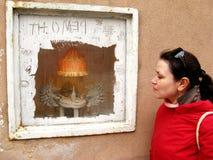 石膏猬,在一间陈列室的雕刻的构成在Kuznetsky多数街道,莫斯科 图库摄影
