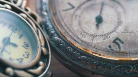 石英和机械时钟 股票视频
