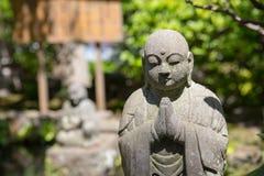 石菩萨在庭院里 免版税库存照片