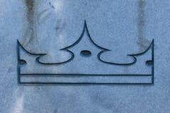 石表面上的冠 威力和胜利的标志 免版税库存图片