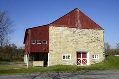 石谷仓在农村宾夕法尼亚 库存照片