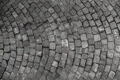 石路面纹理 花岗岩大卵石扔石头的路面背景 老鹅卵石路面关闭抽象背景  免版税库存照片