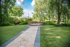 石阶段在庭院里 免版税库存照片