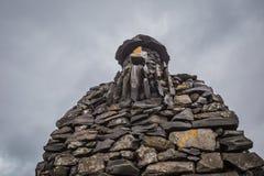 石雕塑在Arnarstapi, Breidavik西部冰岛 免版税库存照片