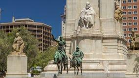 石雕塑米格尔・德・塞万提斯timelapse hyperlapse和唐吉诃德和Sancho铜雕塑的看法  影视素材